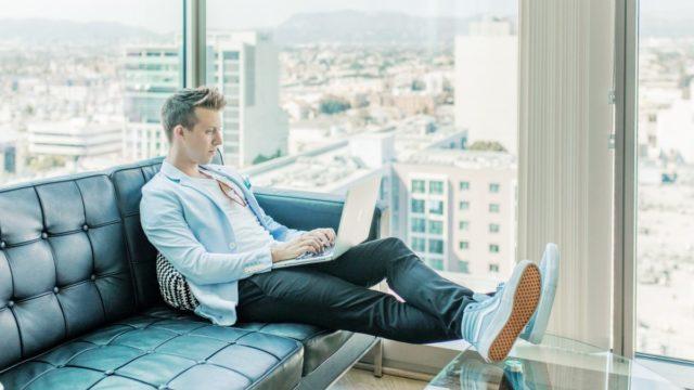 会社を辞めるにはどうすれば良い?ブログを副業にして独立するまでの4STEPを紹介
